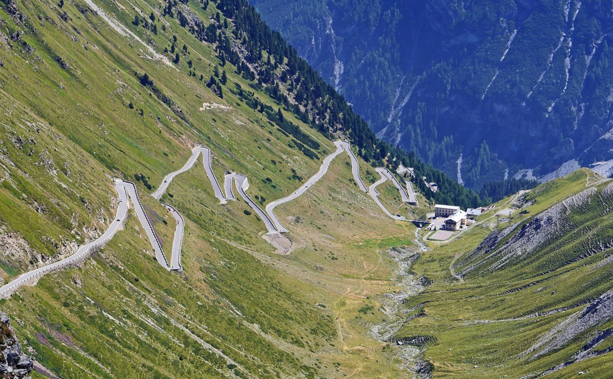 Enjoy the Stelvio Pass as one of the 5 Best Road Trips In Italy