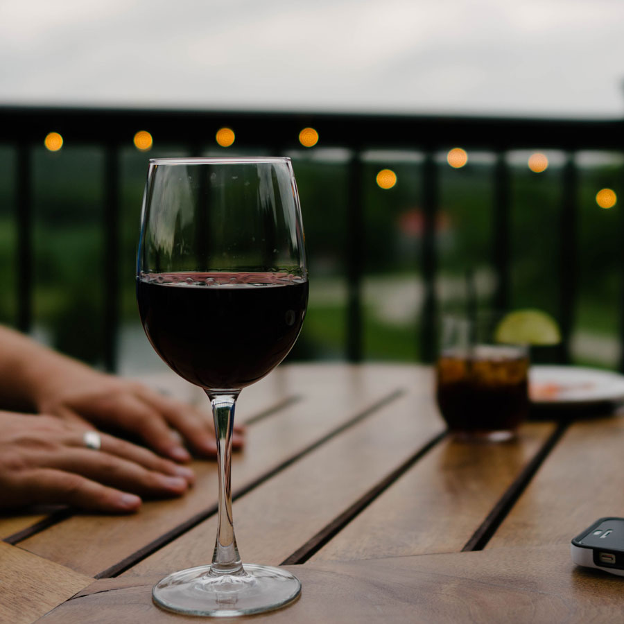 How do you even pronounce these things? What on earth are you supposed to do with a bordeaux? Here you are a quick guide to wine for all your worries