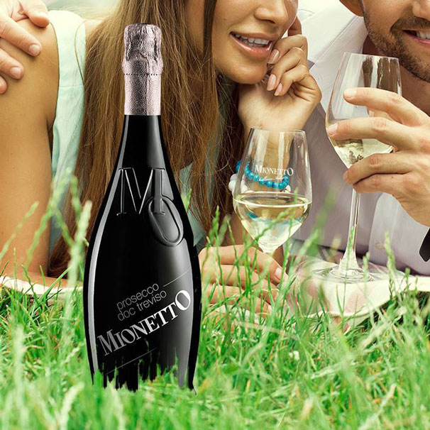 Romantici happy hour insieme alla linea di Prosecco e Spumante Mionetto MO Collection