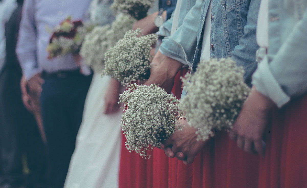 Before you can choose the perfect dress, make sure you're in the loop as to what kind of fall wedding this is