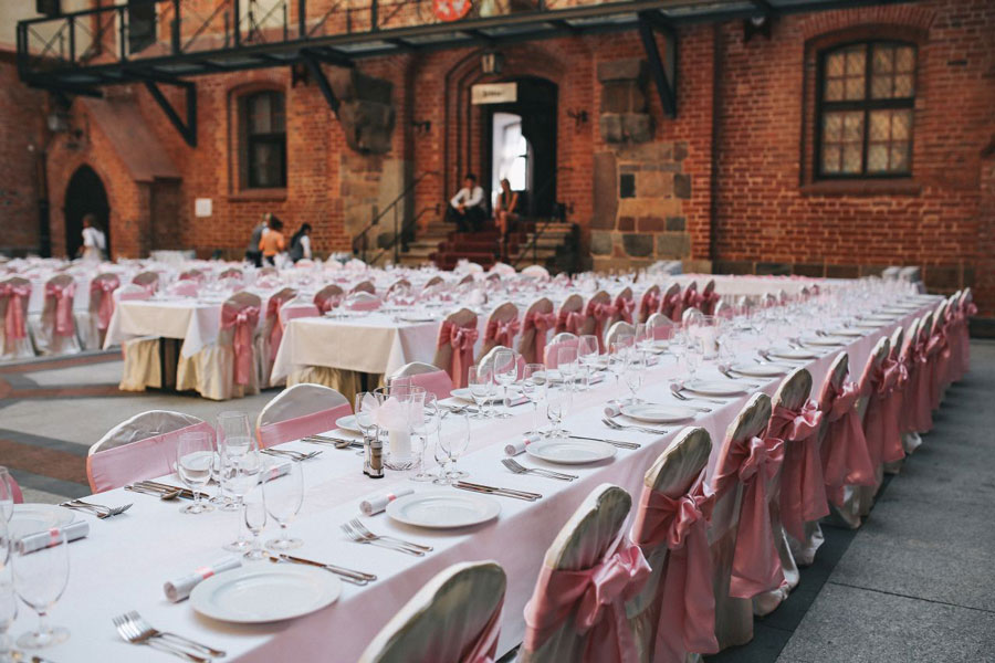 Pick the perfect wedding venue considering also the vicinity and out-of-town guests
