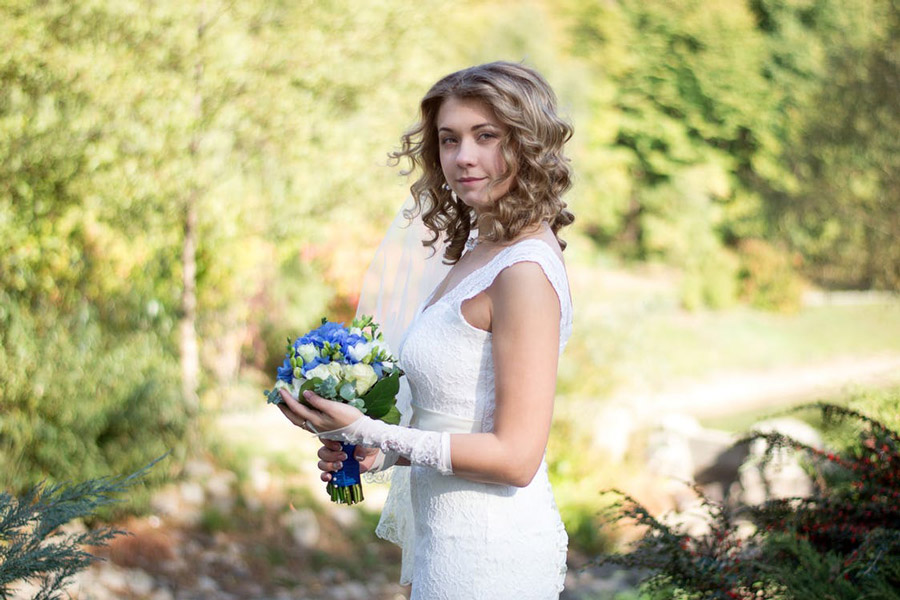 Be glamorous with a no-makeup wedding makeup look